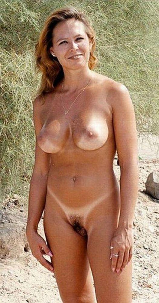 hot and sexy mandira bedi